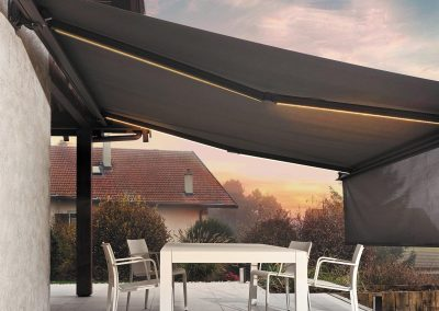 store-coffre-exterieur-ultimo-lambrequin-enroulable-eclairage-led-anthracite